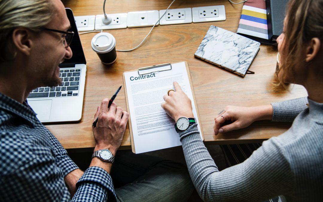 4 tipp, amire jó, ha figyelsz egy szerződés aláírásánál